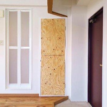 玄関の上下対照が何だかいい感じ。