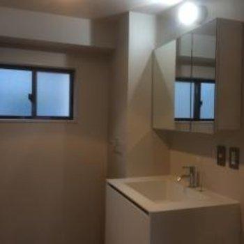 洗面台ももちろん新しくなります※写真は先行してリノベしたお部屋の参考写真です