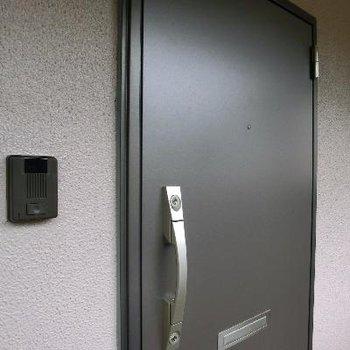 玄関もリノベ済み◎