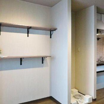 造作の棚が可愛らしいです。※写真は別部屋