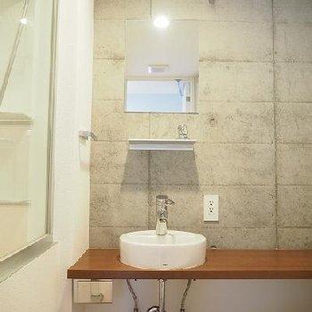 独立洗面台です。※写真は別部屋
