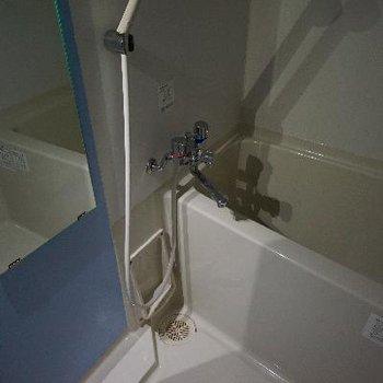 お風呂です。※通電前のため暗いです。※写真は別部屋