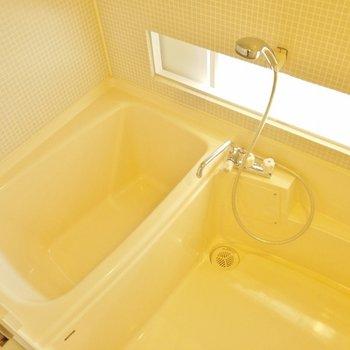 お風呂から室内見えます。