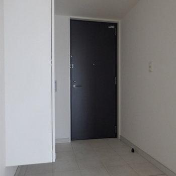 土間スペースが広めの玄関※写真は別部屋
