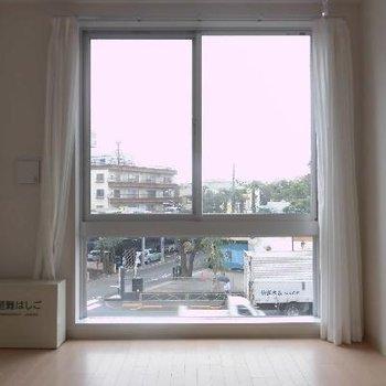 大きな窓から光が入ります*フラッシュ撮影です