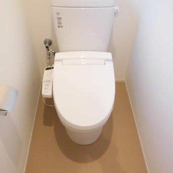 トイレ個室でゆったり