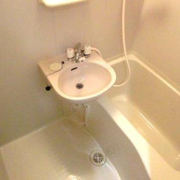 脱衣所はありません。洗面台はここ。
