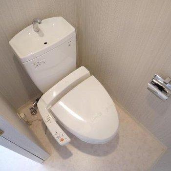 トイレもお洒落にアクセントクロス♪