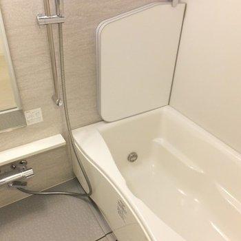 お風呂は追い焚き付き。ゆったり浸かれそう!