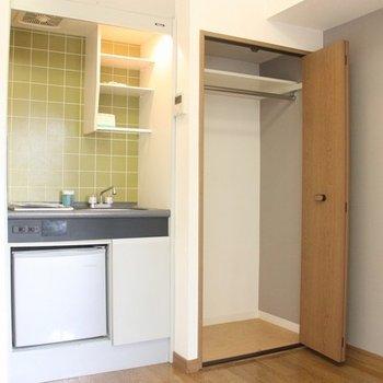 キッチン横に大きなクローゼットを完備!