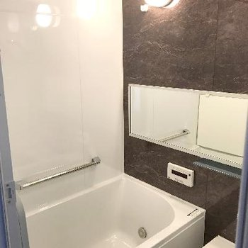 浴槽広々!※画像は1401号室ものです