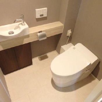 1階のトイレ、オシャレです。