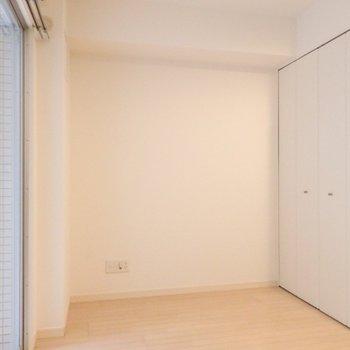 洋室、大きなクローゼットがあります
