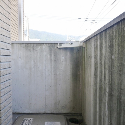 洗濯用のバルコニーは、狭いです。