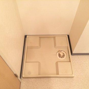 洗濯機置場は洗面台と同じスペースにあります
