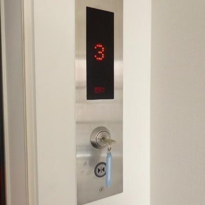 鍵を挿すとエレベーターが使用できます
