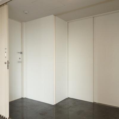ここが玄関…?エレベーターも入り口です