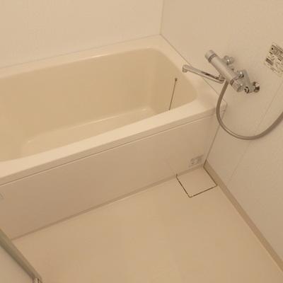 お風呂、広めでいい感じ