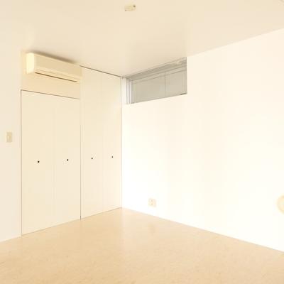 お部屋の中央にバルコニーがあるので、明るい
