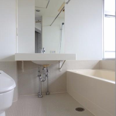 広々とした浴室ですね