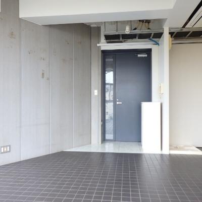 壁と床のこのデザイン…独特ですね〜