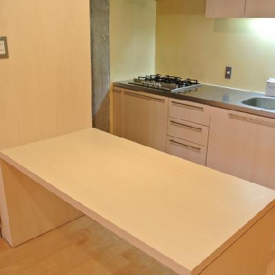 502号室はこちらのテーブルはありません。