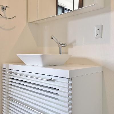 洗面台もこだわりを感じるデザインです。