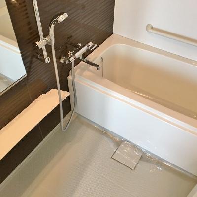 お風呂は広々。バルコニーがないので、浴室乾燥の出番が多いかも。