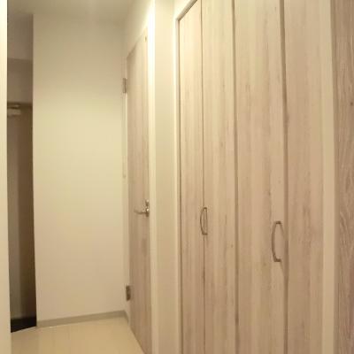 クローゼットは廊下に設置。※写真は別部屋です