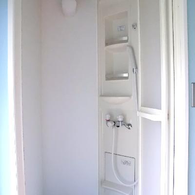 お風呂はシャワーブースのみです。