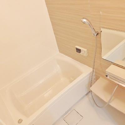 シンプルだけど、落ち着く浴室です。