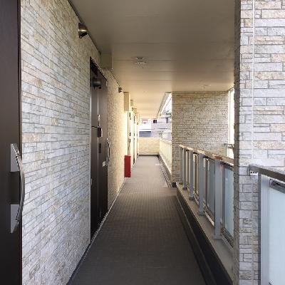 共用部廊下も新築だけあってキレイ!