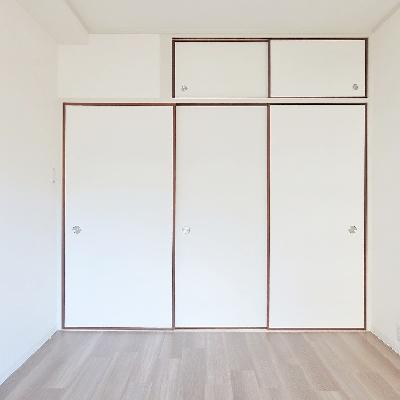 もう一つのお部屋は押入れ収納です。