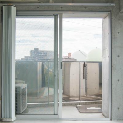 バルコニー側の窓