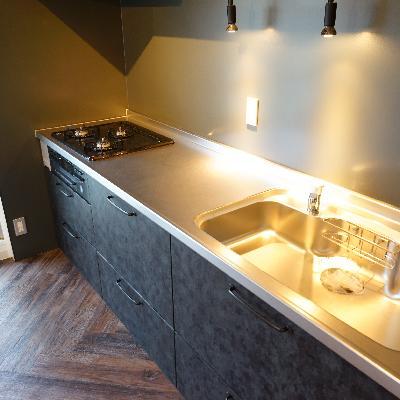 キッチンは3口ガスでとてもゆったりサイズ!