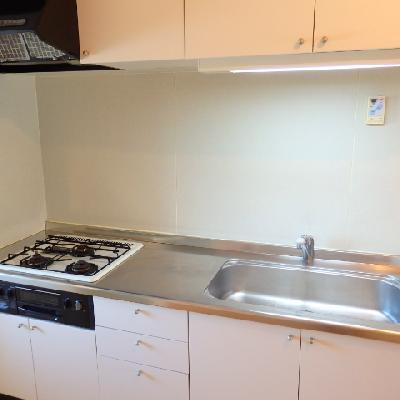 キッチンは既存ですが、シート張りで見た目を美しく変更