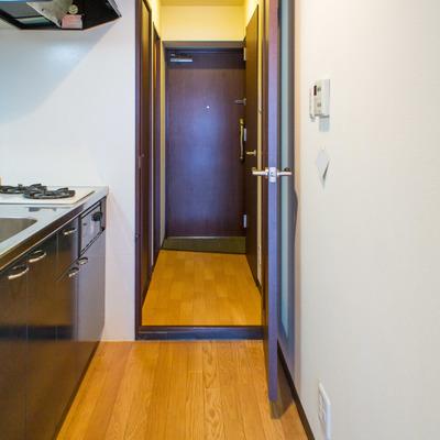 キッチンスペースはドアで仕切られています。