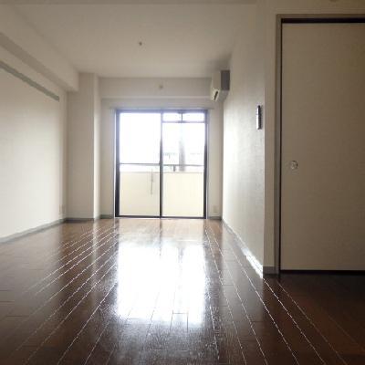 リビングの隣に和室があります。
