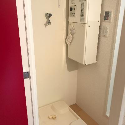 洗面台のお向かいは洗濯機を