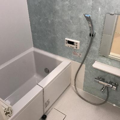 壁色が微妙なお風呂