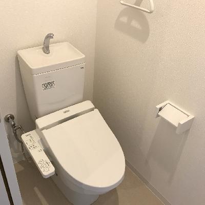 白で統一されたトイレ