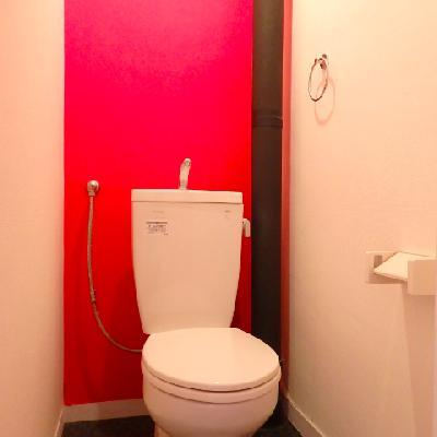 トイレにも赤