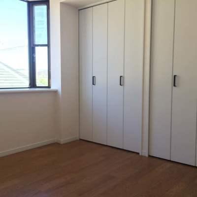 こちらは4.6帖の寝室です