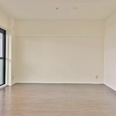 リビングはすっきりしたシンプルなお部屋。