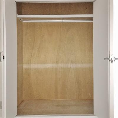 クローゼットは洋室に一つずつ。こちらはリビング側のお部屋。