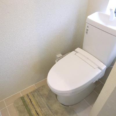 バス・トイレは併設。でも半個室になっています。