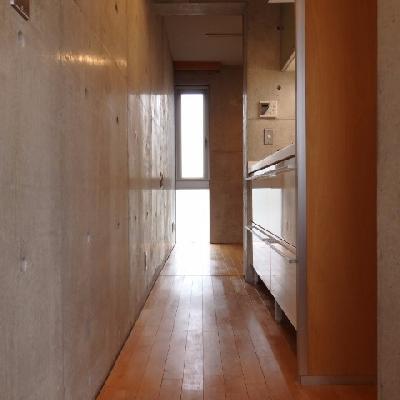 リビングと洋室をつなぐ廊下