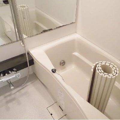 お風呂は鏡とっても大きいです