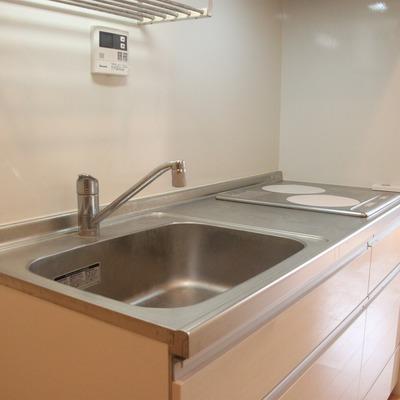 大型のキッチン設備が魅力