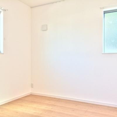 2階の4.5帖の洋室です